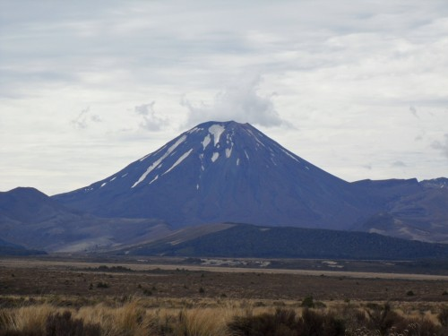 20101212-NZ-road-trip-w-Ronni-24 - mount doom